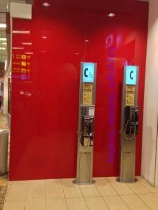 singapore-airport-phone